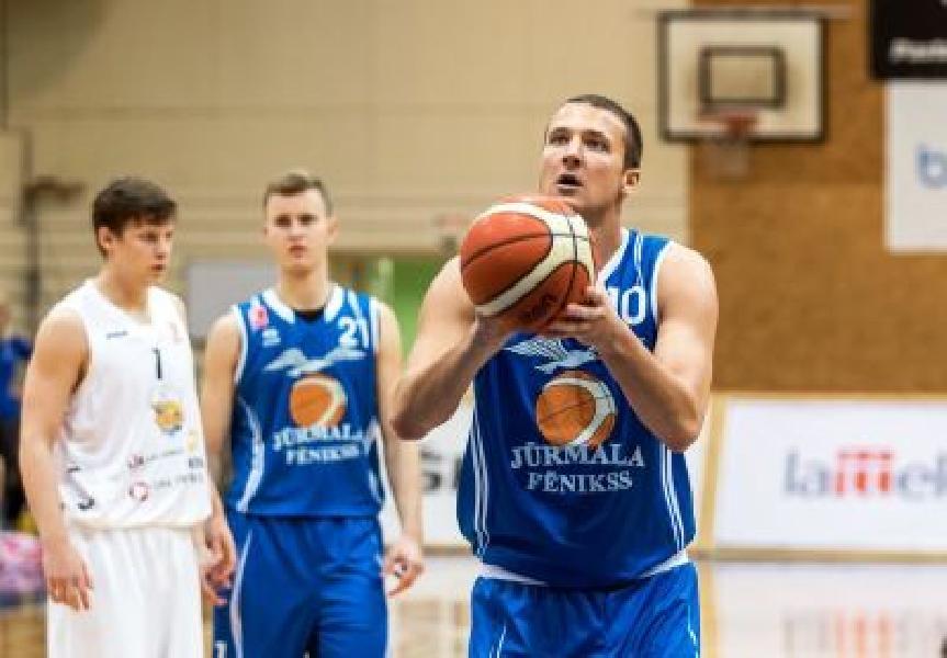 https://www.basketmarche.it/immagini_articoli/04-08-2021/colpaccio-sunshine-basket-vieste-ufficiale-arrivo-lungo-lettone-artur-dusels-600.jpg