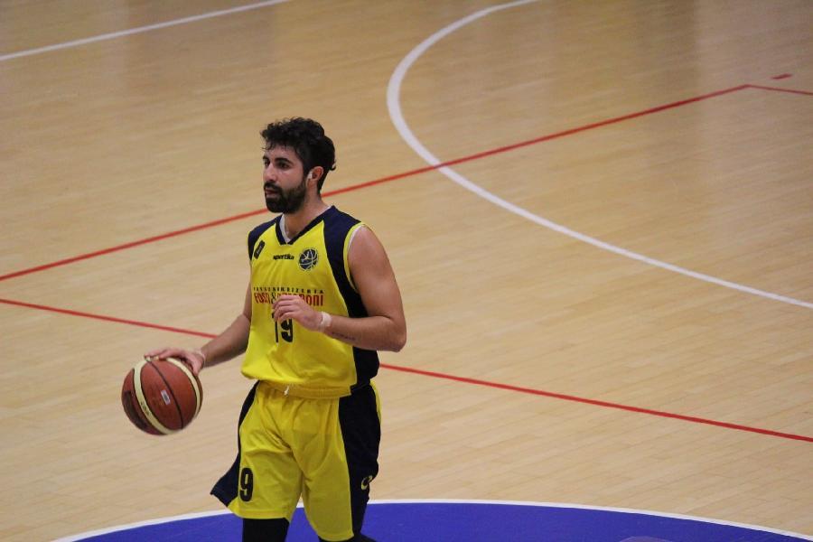 https://www.basketmarche.it/immagini_articoli/04-08-2021/ufficiale-matteo-consani-playmaker-pallacanestro-acqualagna-600.jpg