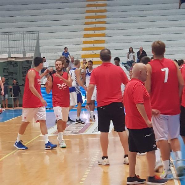 https://www.basketmarche.it/immagini_articoli/04-09-2018/serie-nazionale-teate-basket-chieti-buoni-spunti-prima-uscita-roseto-600.jpg