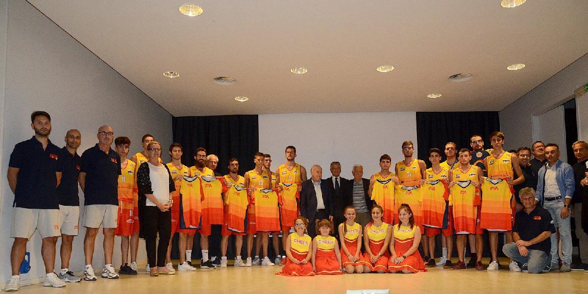 https://www.basketmarche.it/immagini_articoli/04-10-2018/presentazione-ufficiale-giulianova-basket-davanti-oltre-tifosi-600.jpg
