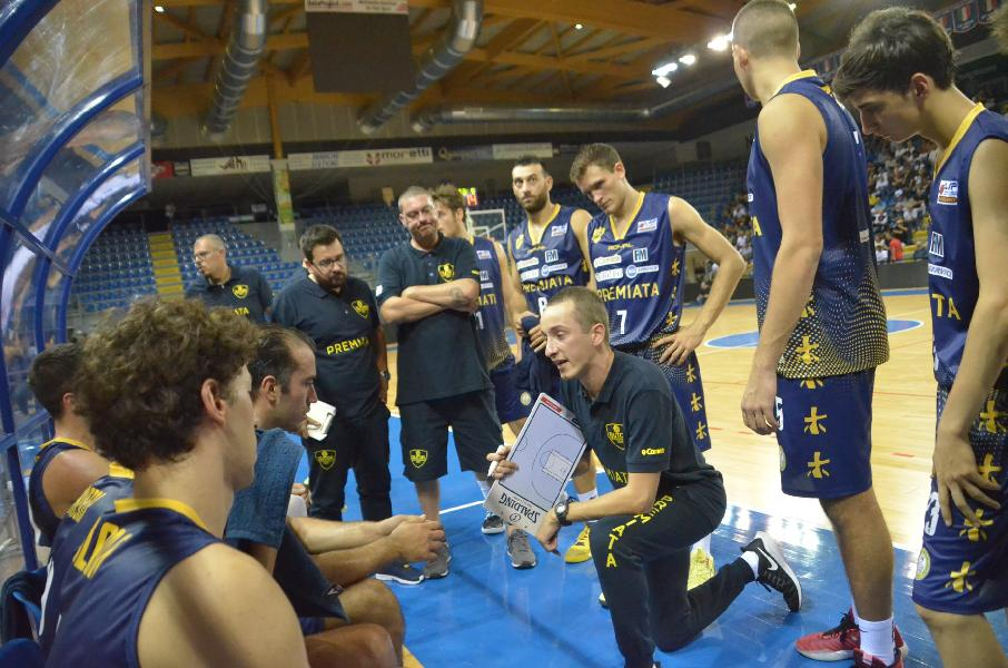 https://www.basketmarche.it/immagini_articoli/04-10-2019/sutor-montegranaro-esordio-bombonera-coach-ciarpella-lotteremo-fino-ultimo-secondo-600.jpg