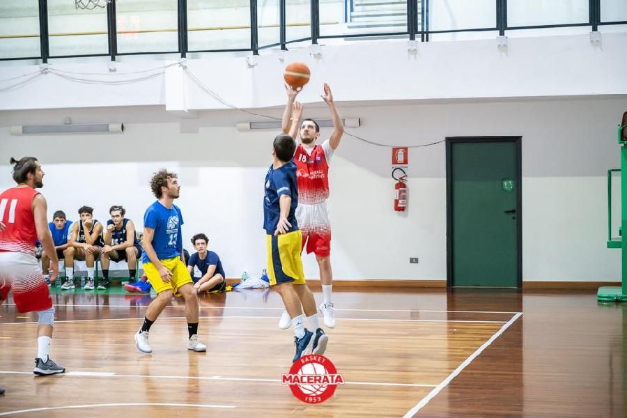 https://www.basketmarche.it/immagini_articoli/04-10-2020/buona-prestazione-basket-macerata-campo-basket-fermo-600.jpg