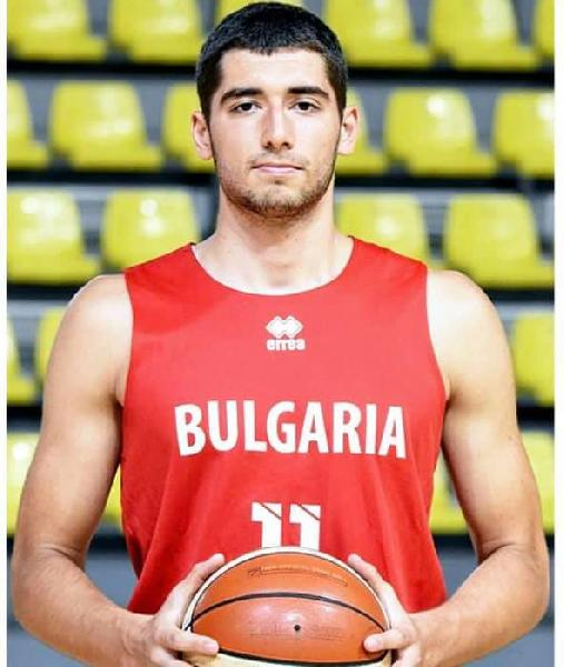 https://www.basketmarche.it/immagini_articoli/04-10-2020/ufficiale-bulgaro-emilyan-grudov-giocatore-basket-aquilano-600.jpg