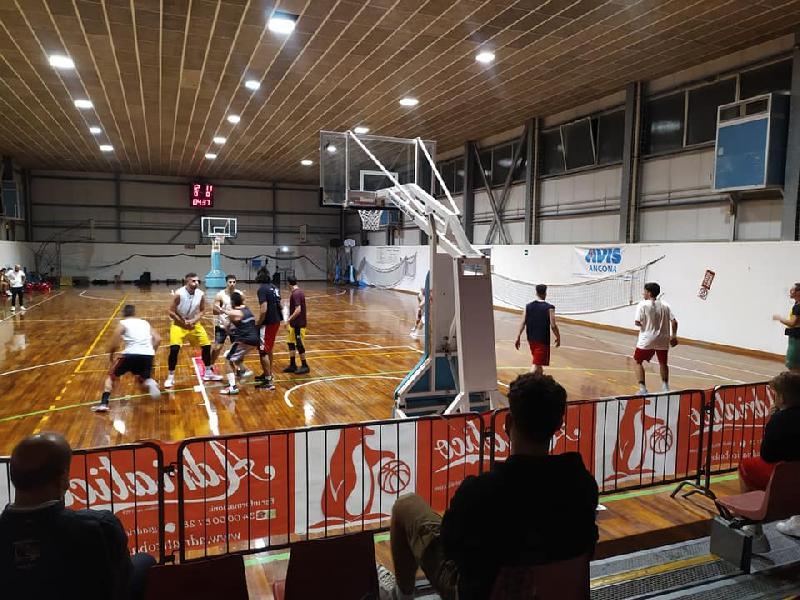 https://www.basketmarche.it/immagini_articoli/04-10-2021/buon-test-polverigi-basket-adriatico-ancona-coach-foti-abbiamo-tutte-carte-regola-fare-bene-600.jpg