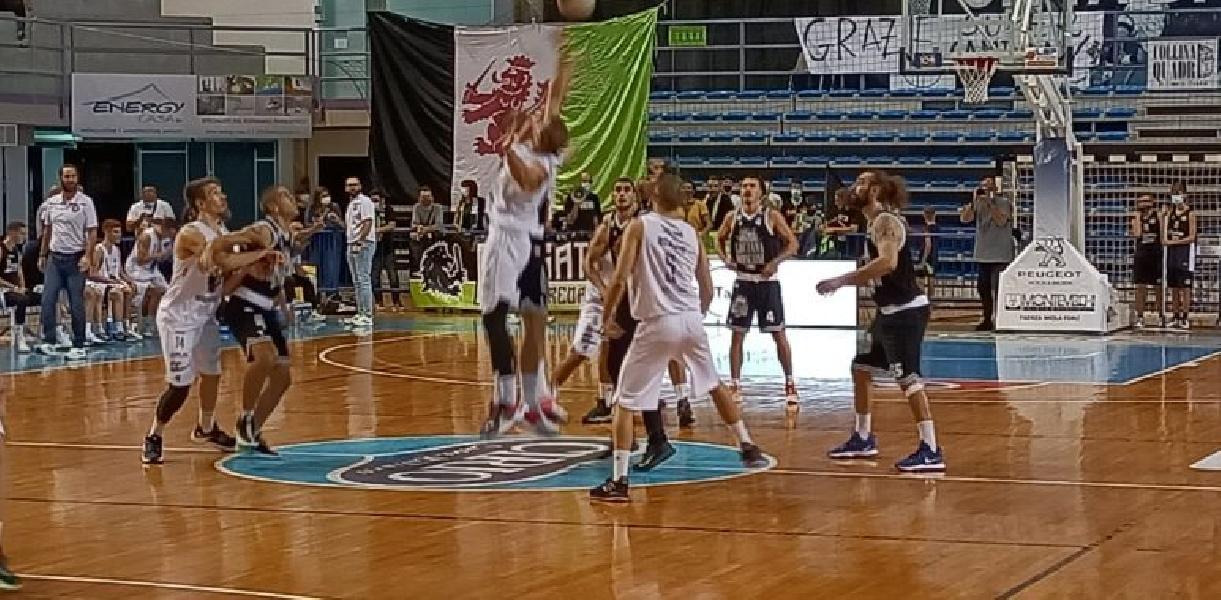 https://www.basketmarche.it/immagini_articoli/04-10-2021/esordio-amaro-campetto-ancona-raggisolaris-faenza-allunga-tempo-conquista-vittoria-600.jpg