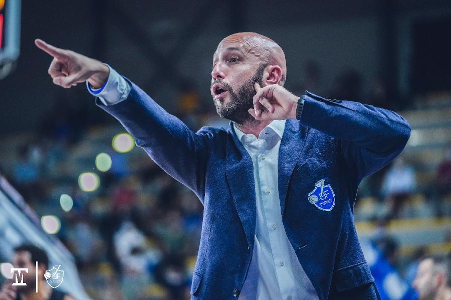 https://www.basketmarche.it/immagini_articoli/04-10-2021/janus-fabriano-coach-pansa-siamo-riusciti-costruire-gioco-tempo-piaciuto-aver-mollato-600.jpg