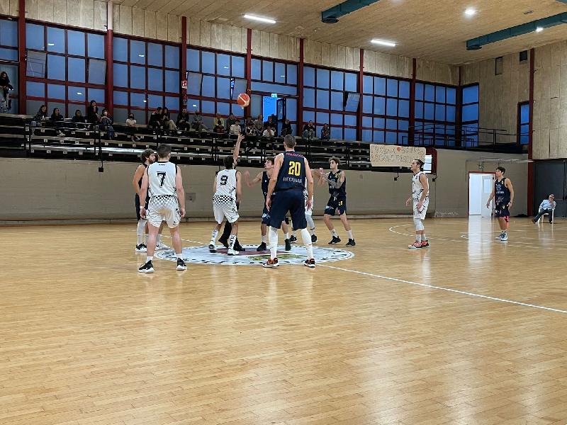 https://www.basketmarche.it/immagini_articoli/04-10-2021/pallacanestro-recanati-concede-ascoli-resta-corsa-final-four-600.jpg