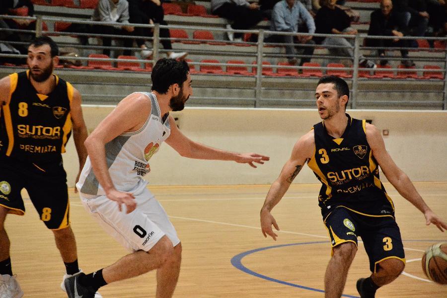 https://www.basketmarche.it/immagini_articoli/04-11-2018/prima-gioia-trasferta-sutor-montegranaro-trascinata-ottimo-lupetti-600.jpg