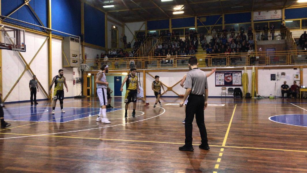 https://www.basketmarche.it/immagini_articoli/04-11-2019/basket-gubbio-batte-babadook-subito-correre-600.jpg