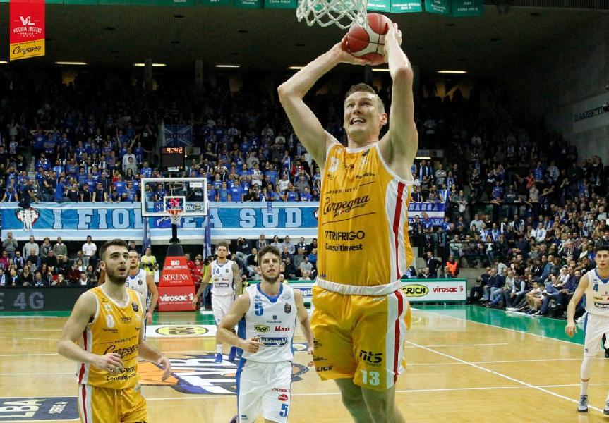 https://www.basketmarche.it/immagini_articoli/04-11-2019/carpegna-prosciutto-basket-pesaro-sconfitta-treviso-basta-chapman-punti-600.jpg
