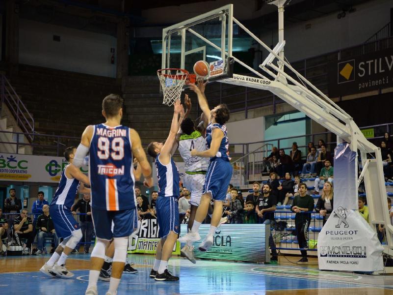 https://www.basketmarche.it/immagini_articoli/04-11-2019/miglior-raggisolaris-faenza-stagione-impone-aurora-jesi-600.jpg