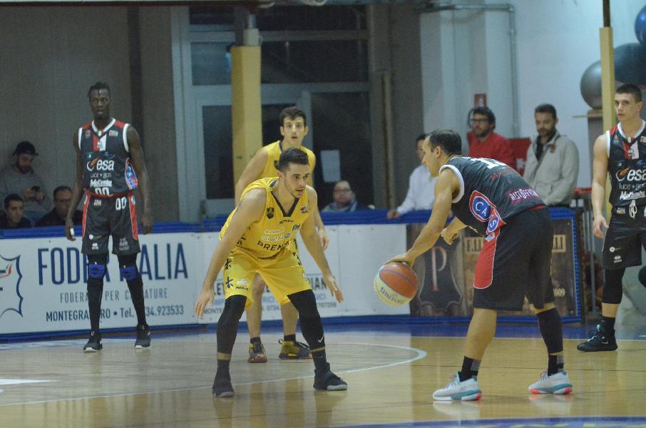 https://www.basketmarche.it/immagini_articoli/04-11-2019/post-partita-sutor-montegranaro-chieti-parole-coach-ciarpella-michele-tremolada-600.jpg