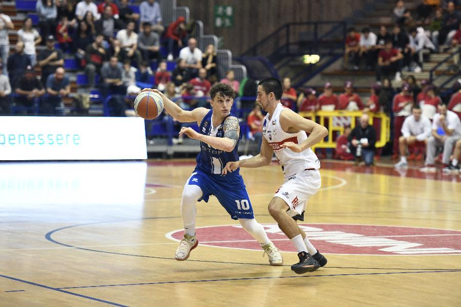 https://www.basketmarche.it/immagini_articoli/04-11-2019/tifosi-trascinano-janus-fabriano-quinta-vittoria-consecutiva-rimini-600.jpg