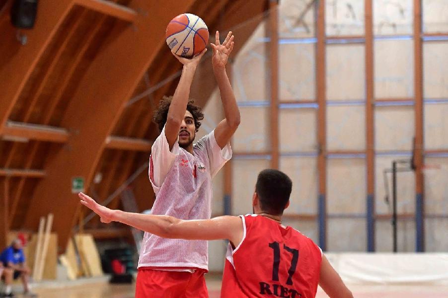 https://www.basketmarche.it/immagini_articoli/04-11-2020/supercoppa-sfida-teramo-spicchi-real-sebastiani-rieti-giocher-teramo-600.jpg