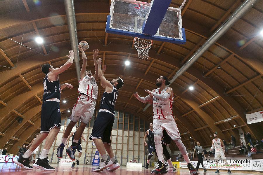 https://www.basketmarche.it/immagini_articoli/04-12-2020/teramo-spicchi-edoardo-tiberti-fabriano-corazzata-daremo-tutto-vincere-600.jpg
