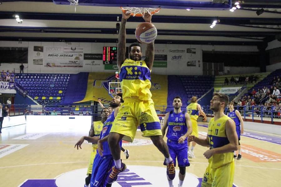 https://www.basketmarche.it/immagini_articoli/05-01-2020/canestro-cucci-regala-poderosa-montegranaro-punti-orzinuovi-600.jpg