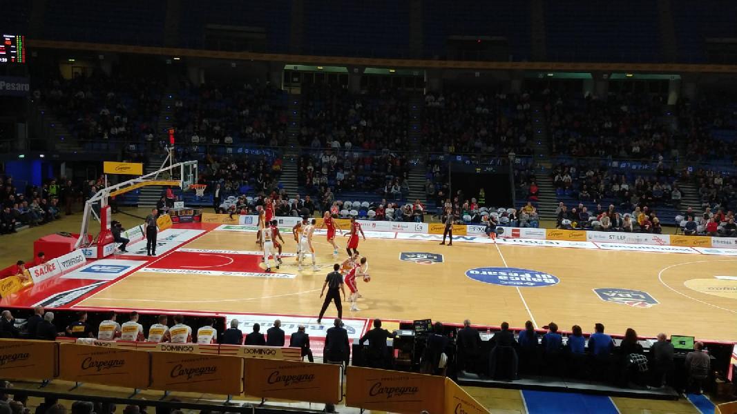 https://www.basketmarche.it/immagini_articoli/05-01-2020/pesaro-baratro-vitrifrigo-arena-festeggia-pallacanestro-trieste-600.jpg