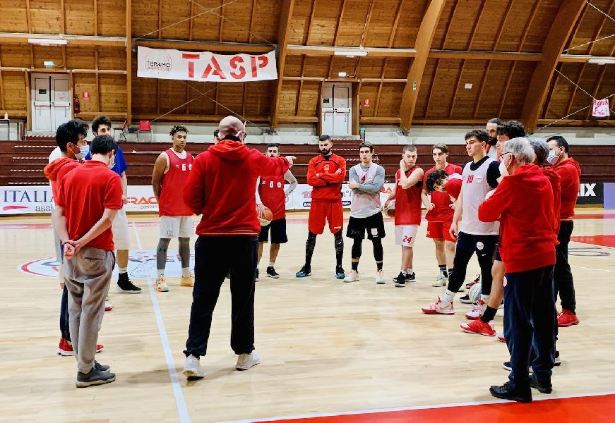 https://www.basketmarche.it/immagini_articoli/05-01-2021/tasp-teramo-coach-salvemini-andiamo-ancona-lidea-fare-partita-importante-600.jpg