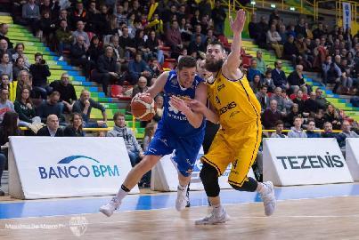 https://www.basketmarche.it/immagini_articoli/05-02-2018/serie-a2-la-poderosa-montegranaro-crolla-nel-secondo-tempo-a-verona-270.jpg