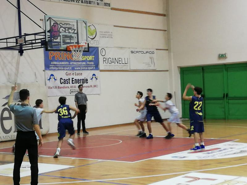 https://www.basketmarche.it/immagini_articoli/05-02-2019/under-regionale-basket-fermo-passa-campo-picchio-civitanova-600.jpg