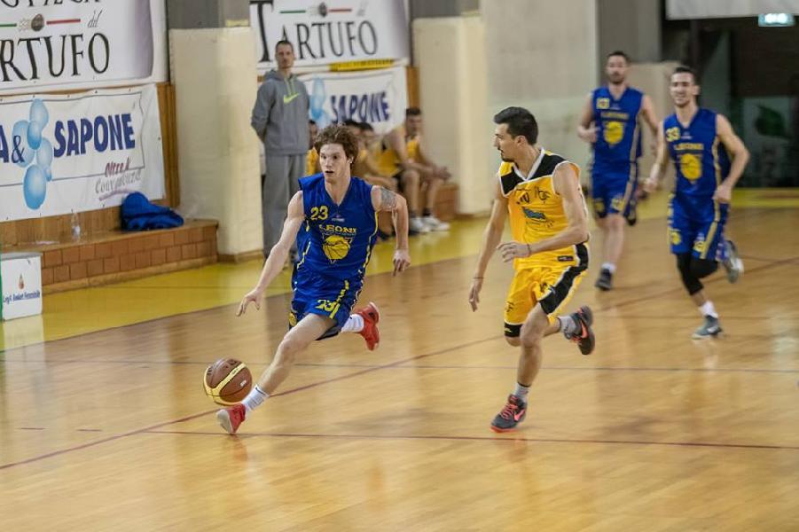 https://www.basketmarche.it/immagini_articoli/05-03-2019/recupero-ritorno-basket-leoni-altotevere-superano-citt-castello-sale-vetta-600.jpg