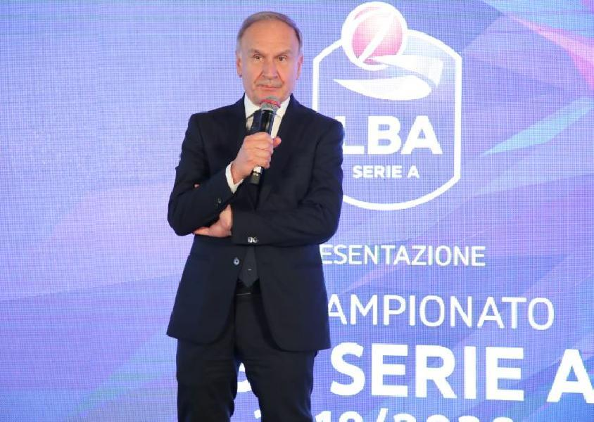https://www.basketmarche.it/immagini_articoli/05-04-2021/napoli-basket-bakery-piacenza-vincono-coppa-italia-2021-congratulazioni-presidente-petrucci-600.jpg