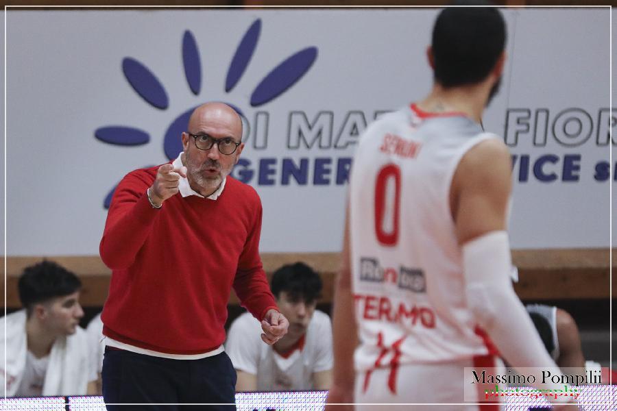 https://www.basketmarche.it/immagini_articoli/05-04-2021/tasp-teramo-trasferta-vicenza-coach-salvemini-dobbiamo-avere-fame-vittorie-600.jpg
