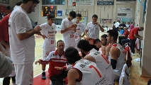 https://www.basketmarche.it/immagini_articoli/05-05-2017/serie-b-nazionale-playoff-3-gara-2-la-pallacanestro-senigallia-cade-in-casa-contro-napoli-120.jpg