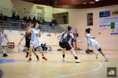 https://www.basketmarche.it/immagini_articoli/05-05-2018/serie-a2-femminile-playoff-la-feba-civitanova-attende-la-visita-della-cestistica-spezzina-270.jpg