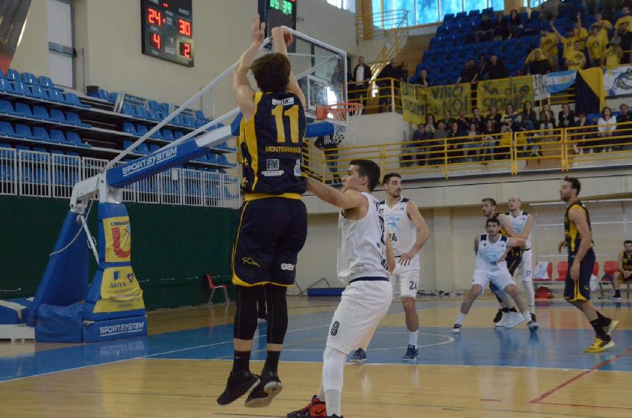 https://www.basketmarche.it/immagini_articoli/05-05-2019/gold-playoff-straordinaria-sutor-montegranaro-espugna-lanciano-600.jpg