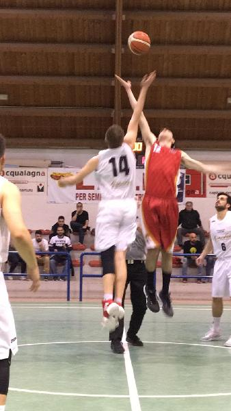 https://www.basketmarche.it/immagini_articoli/05-05-2019/regionale-playoff-pallacanestro-acqualagna-supera-volata-basket-auximum-osimo-600.jpg