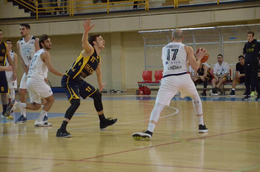 https://www.basketmarche.it/immagini_articoli/05-05-2019/serie-gold-playoff-gara-salta-fattore-campo-vittorie-esterne-sutor-valdiceppo-600.jpg