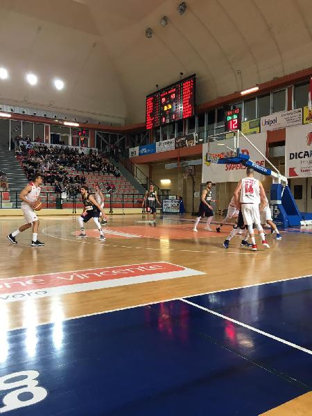 https://www.basketmarche.it/immagini_articoli/05-05-2019/serie-silver-playoff-gara-vittorie-interne-vasto-tasp-assisi-mosciano-corsara-600.jpg
