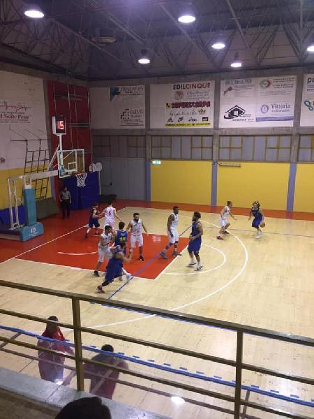 https://www.basketmarche.it/immagini_articoli/05-05-2019/silver-playoff-pallacanestro-urbania-lamenta-arbitraggio-gara-nota-societ-600.jpg