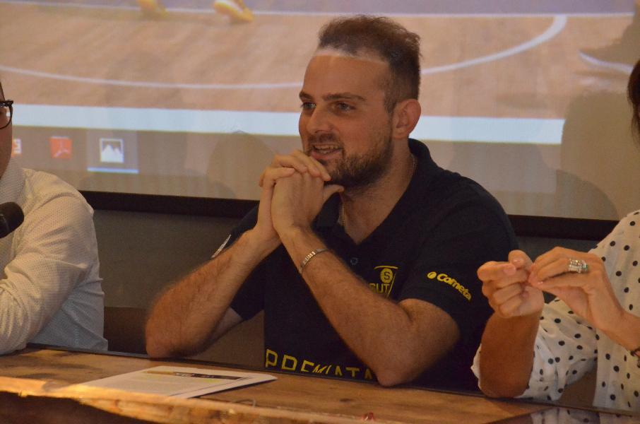 https://www.basketmarche.it/immagini_articoli/05-05-2020/colpo-scena-casa-sutor-montegranaro-dimette-direttore-generale-lorenzo-governatori-600.jpg