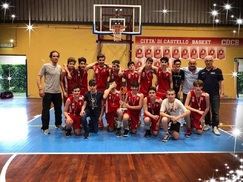 https://www.basketmarche.it/immagini_articoli/05-06-2019/under-regionale-umbria-citt-castello-campione-regionale-pontevecchio-finale-600.jpg