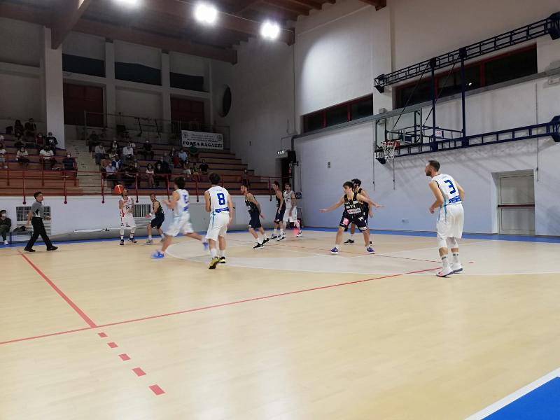 https://www.basketmarche.it/immagini_articoli/05-06-2021/pallacanestro-recanati-rovina-esordio-interno-montemarciano-600.jpg