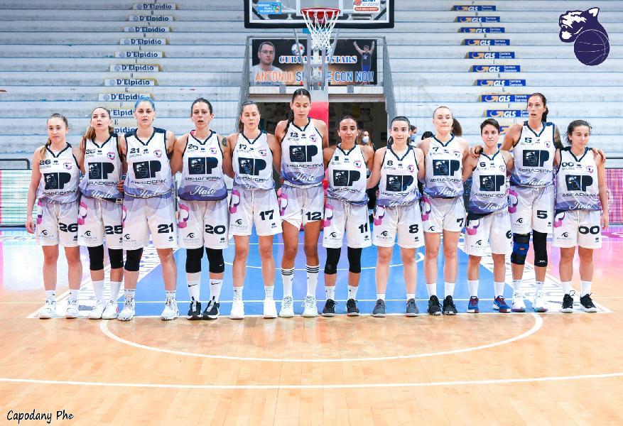 https://www.basketmarche.it/immagini_articoli/05-06-2021/panthers-roseto-parte-campo-stella-azzurra-girone-ritorno-poule-promozione-600.jpg