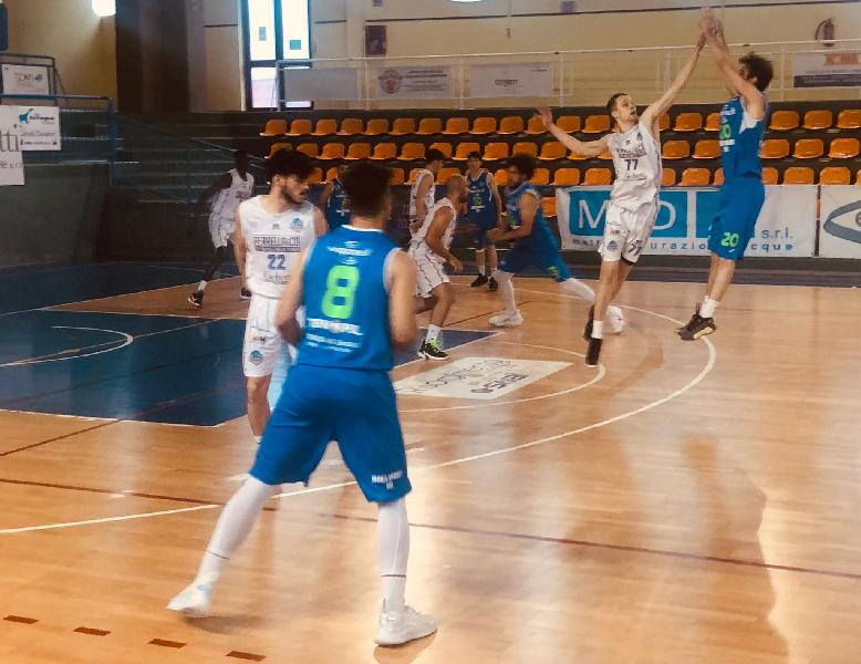 https://www.basketmarche.it/immagini_articoli/05-06-2021/wispone-taurus-jesi-cede-schianto-quarto-viene-sconfitta-isernia-600.jpg
