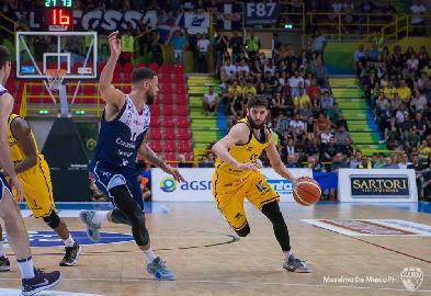 https://www.basketmarche.it/immagini_articoli/05-07-2018/serie-a2-poderosa-montegranaro-ufficiale-la-firma-del-play-matteo-palermo-270.jpg