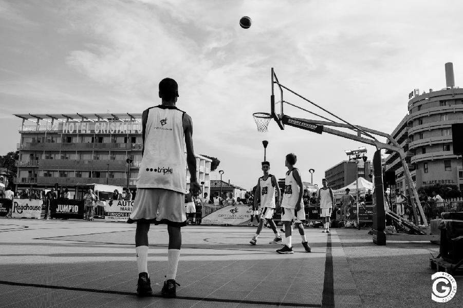 https://www.basketmarche.it/immagini_articoli/05-07-2019/summer-league-senigallia-iniziato-torneo-senior-squadre-punteggio-pieno-600.jpg