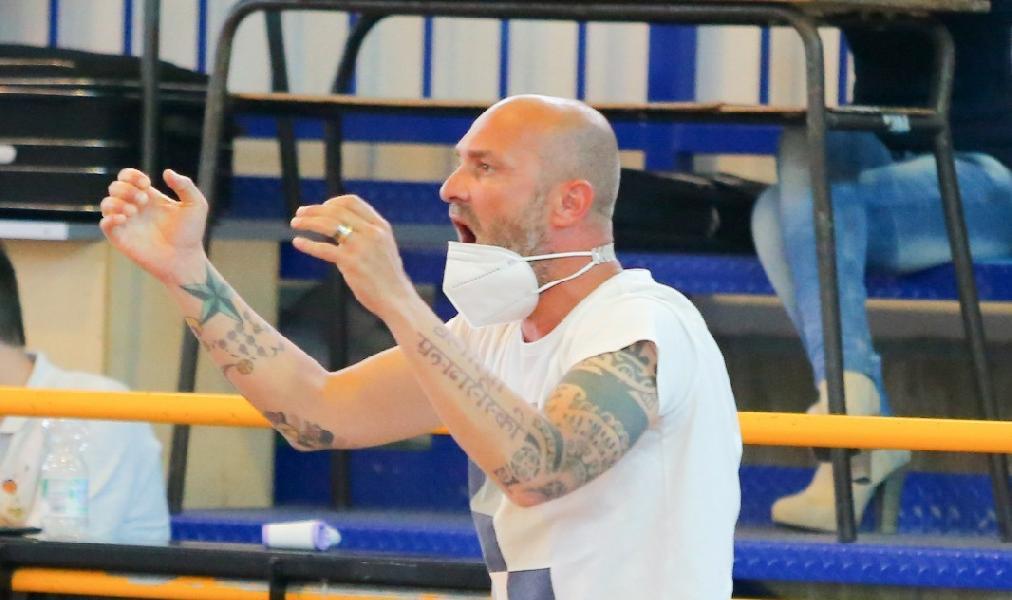 https://www.basketmarche.it/immagini_articoli/05-07-2021/ufficiale-valerio-spinelli-allenatore-virtus-pozzuoli-600.jpg