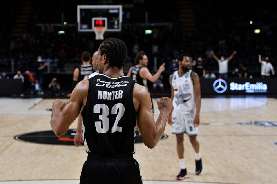 https://www.basketmarche.it/immagini_articoli/05-07-2021/virtus-bologna-vince-hunter-positivo-carboxy-dopo-gara-finale-giocatore-sospeso-600.jpg