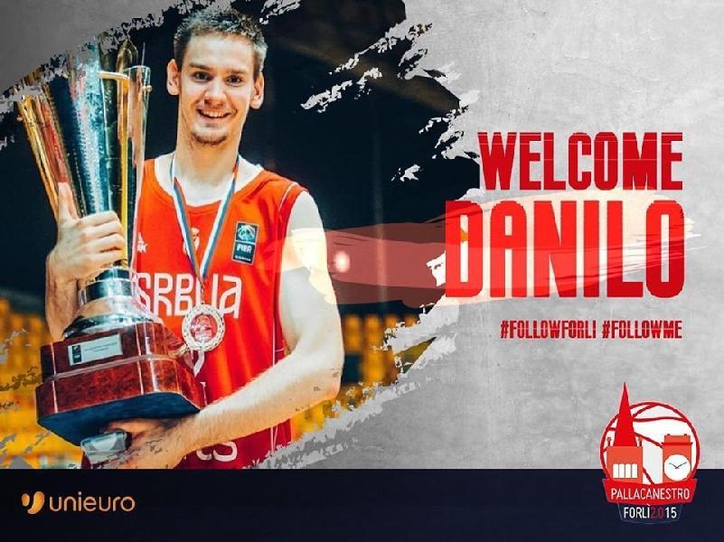 https://www.basketmarche.it/immagini_articoli/05-08-2019/ufficiale-poderosa-montegranaro-danilo-petrovic-firma-pallacanestro-forl-600.jpg
