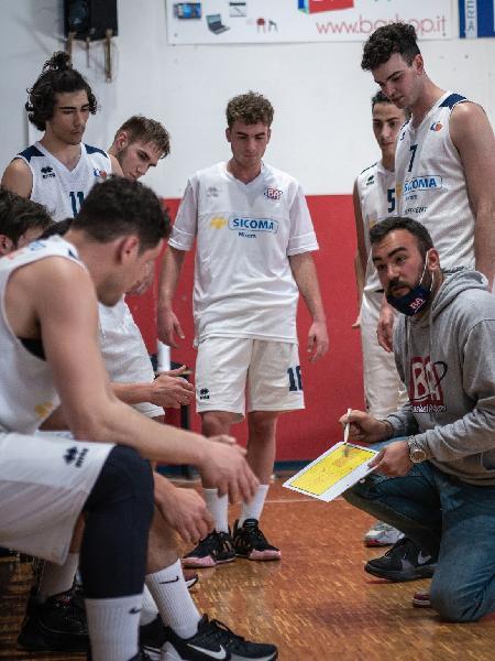 https://www.basketmarche.it/immagini_articoli/05-08-2021/ufficiale-separano-strade-valdiceppo-basket-coach-andrea-berardi-600.jpg