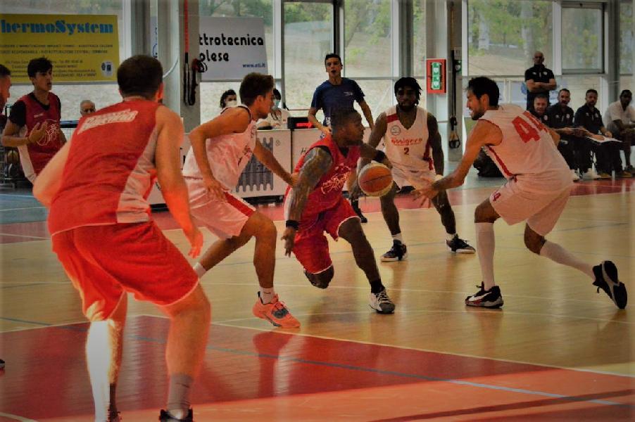 https://www.basketmarche.it/immagini_articoli/05-09-2021/buon-basket-ravenna-passa-campo-assigeco-piacenza-600.jpg