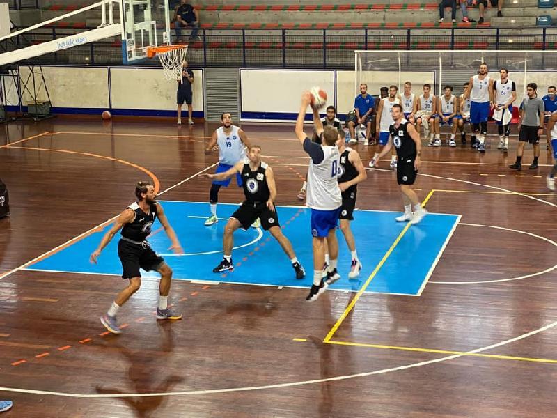 https://www.basketmarche.it/immagini_articoli/05-09-2021/janus-fabriano-sconfitta-amichevole-stella-azzurra-roma-600.jpg