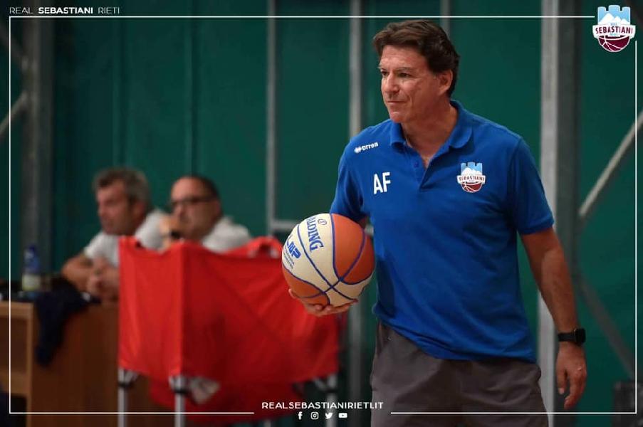 https://www.basketmarche.it/immagini_articoli/05-09-2021/real-sebastiani-coach-finelli-abbiamo-imparato-errori-sono-visti-miglioramenti-600.jpg