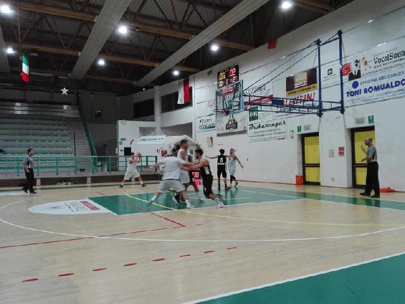 https://www.basketmarche.it/immagini_articoli/05-10-2018/memorial-pallacanestro-acqualagna-supera-camb-montecchio-finale-600.jpg