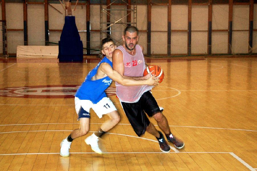 https://www.basketmarche.it/immagini_articoli/05-10-2018/tasp-teramo-sfida-torre-spes-sacripante-giochiamo-casa-dobbiamo-vincere-600.jpg